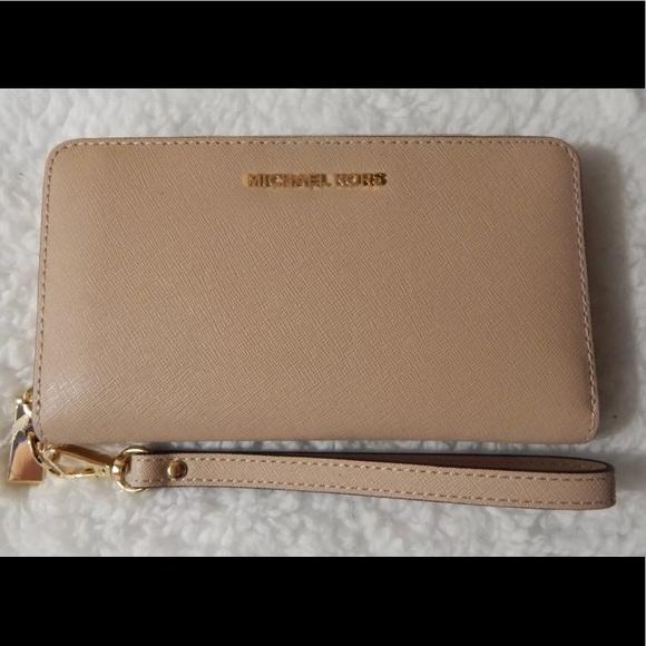 976d4a197e85 Michael Kors Bags   Vaca Salenwt Wristlet Wallet   Poshmark
